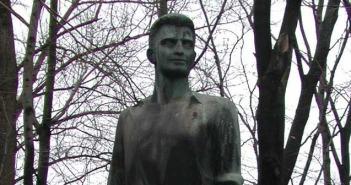 Ανδριάντας Νίκου Μπελογιάννη στο Βερολίνο