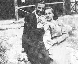 Ο Μ. Λουντέμης με τη γυναίκα του και την κόρη του
