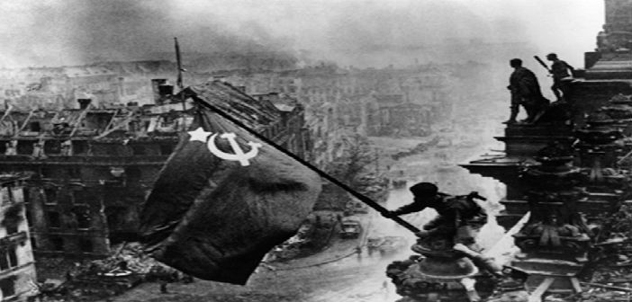Raising_a_flag_over_the_Reichstag2