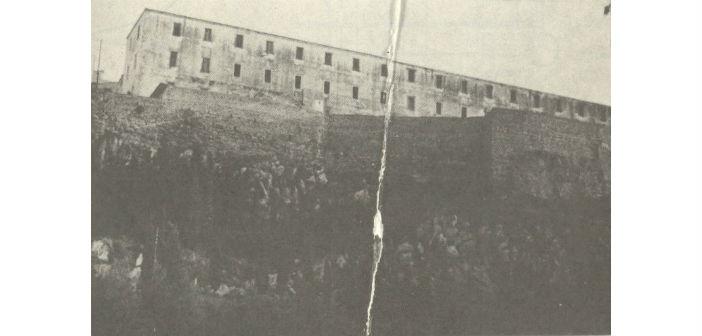 Το κτίριο του στρατοπέδου της Ακροναυπλίας
