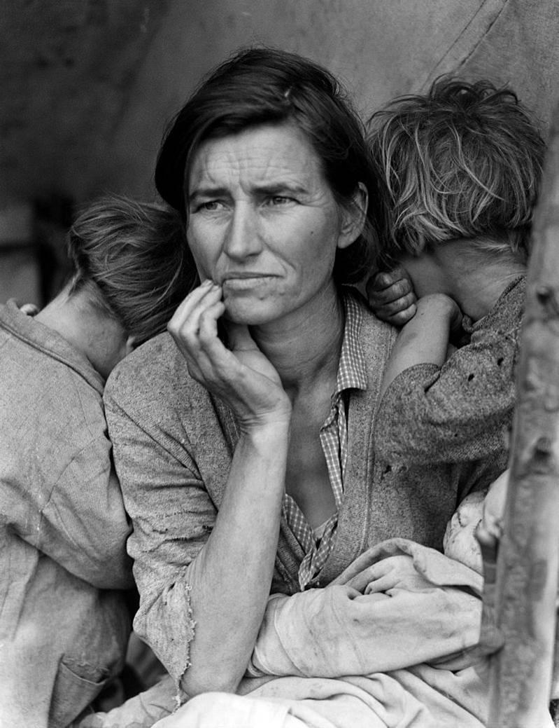 Η Florence Owens Thompson χήρα με εφτά παιδιά, στην Αμερική της οικονομικής κρίσης (1936). Φωτογραφία της Dorothea Lange