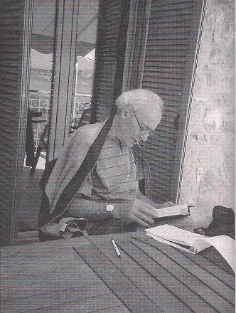 Ο Μήτσος Αλεξανδρόπουλος στη Γιάλοβα, όταν έγραφε τον Τολστόι (2005). Η φωτογραφία από το περιοδικό Διαβάζω, τεύχος 501, Νοέμβριος 2009