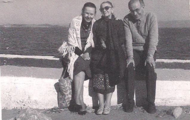 Ο Μήτσος Αλεξανδρόπουλος με την Σόνια Ιλίνσκαγια και Έλλη Αλεξίου στη Νέα Μάκρη το 1981