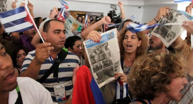 Οι κουβανοί διαδηλώνουν μέσα στο Φόρουμ  όπου απέκλεισαν τις χώρες της ALBA