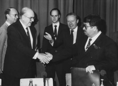 Α. Παπανδρέου με τον Τ. Οζάλ στο Νταβός το 1988