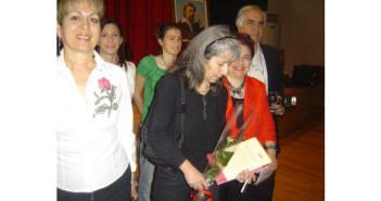 Η Ευφροσύνη Χαστούπη-Παρούση σε πρώτο πλάνο, αριστερά, με την Έρη Ρίτσου, στο αφιέρωμα που διοργάνωσε για τον Γιάννη Ρίτσο, στις 10/5/2009, το Σωματείο Λόγου και Τέχνης «Αλκυονίδες», στην Κόρινθο, μόλις ένα μήνα πριν από το θάνατό της