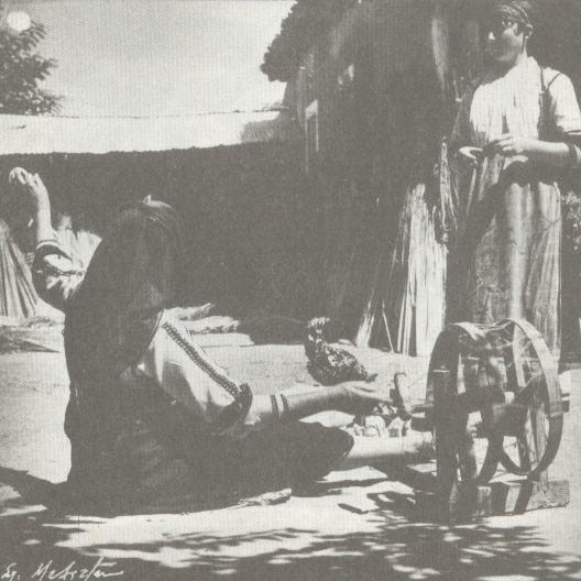 ΘΕΣΣΑΛΙΑ: Καραγκούνες με ροδάνι (Παπαράτζα Καρδίτσας, 1948