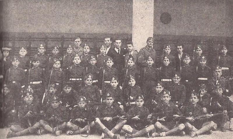 Η στρατιωτική εκπαίδευση των σκαπανέων - μικρών μαθητών από την ΕΟΝ