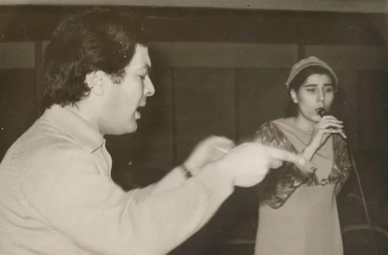 Η Μαρία Φαραντούρη το 1967 σε πρόβα με τον Μάνο Λοΐζο για τα ''Νέγρικα'' (Πηγή φωτογραφίας: www.lifo.gr)