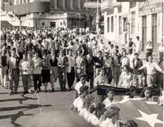 H γενιά της εκατονταετίας σε διαδήλωση, Σαντιάγκο ντε Κούβα, 1953. Φωτογραφία www.ecured.cu