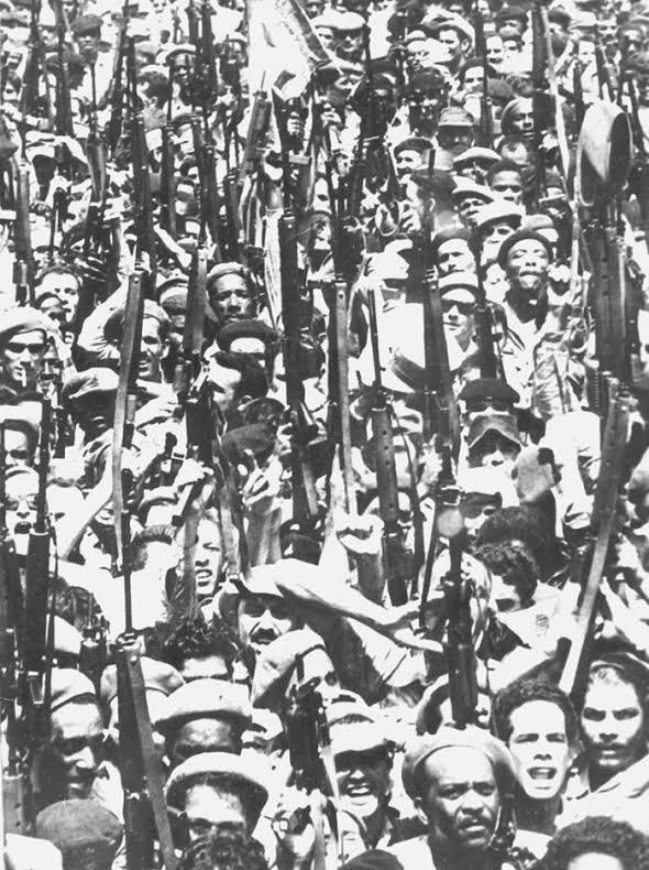 16 Απρίλη 1961. Ο λαός ανταποκρίνεται στο κάλεσμα Φιντέλ στην οικοδόμηση του σοσιαλισμού. Φωτο Raul Corrales