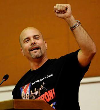 Χεράρδο Ερνάντες, ένας από τους Πέντε Κουβανούς επαναστάτες που φυλακίστηκαν στις ΗΠΑ για τον ρόλο του στην άμυνα της Κούβας και βετεράνος του πολέμου της Αγκόλας, 2 Μάη 2015: «Ναι, θέλουμε να βελτιώσουμε τις σχέσεις [με τις ΗΠΑ]. Αλλά η Κούβα δεν έχει υποχωρήσει ούτε στο ελάχιστο από τις αρχές μας. Σήμερα έχουμε τις ίδιες θέσεις που είχαμε και το 1959».