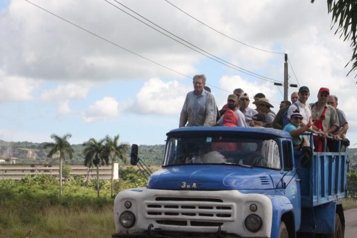 Μέλη της 45ης Ευρωπαϊκής Μπριγάδας, 2015 φεύγουν για δουλειά σε γειτονικό αγροτικό συναιτερισμό. Φωτογρ. Μ. Μεχραμπιάν