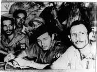 Συνέδριο ένοπλων αγροτών, Μαγιαρί Αρίμπα, 21 Σεπτέμβρη 1958, στην απελευθερωμένη περιοχή του Δεύτερου Μετώπου του Επαναστατικού Στρατού. Στο κέντρο ο διοικητής του μετώπου Ραούλ Κάστρο. Φωτογρ. Αρχείο Ecured.