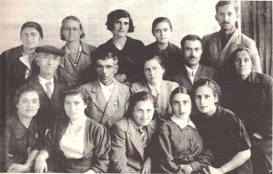 Οι πρώτοι δάσκαλοι του ελληνικού σχολείου της Τσάλκας. 1936. (Αρχείο Ελληνισμού Μαύρης Θάλασσας)
