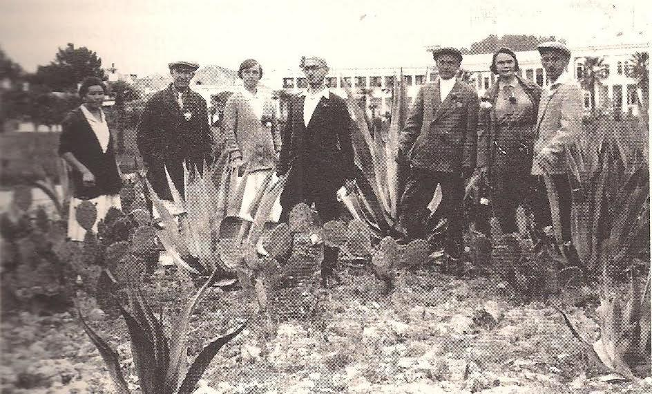 """Έλληνες Πόντιοι σε διακοπές για ένα μήνα για την """"καλή δουλειά"""". Σοχούμ 1933. (Συλλογή Ν.Σαλπιστή)"""