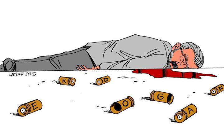 Ο δικηγόρος Ταχίρ Ελτσί πυροβολήθηκε εν ψυχρώ, μπροστά στην κάμερα, κατά τη διάρκεια ανταλλαγής πυρών. Ο Λατούφ αποτύπωσε την «ουσία» της εν ψυχρώ δολοφονίας , υποδεικνύοντας τον ηθικό αυτουργό