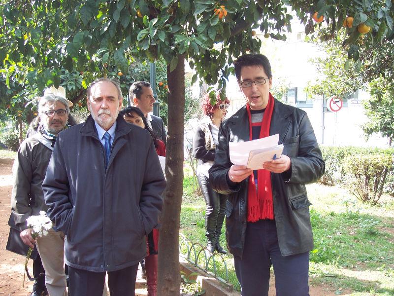 Δίπλα στον πρέσνβ της Δημοκρατίας της Κούβας Οσβάλντο Κομπάτσο Μαρτίνες, ο Κώστας Σανίδας που παρουσίασε την εκδήλωση
