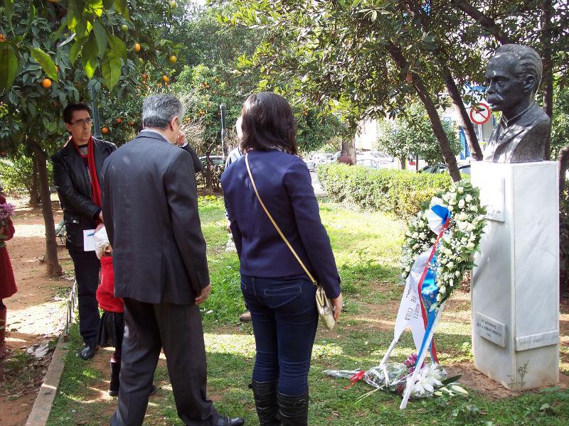 Κατάθεση ανθοδέσμης στην προτομή του Χοσέ Μαρτί, από τον πρόεδρο της Παγκόσμιας Συνδικαλιστικής Ομοσπονδίας (ΠΣΟ) Γιώργο Μαυρίκο
