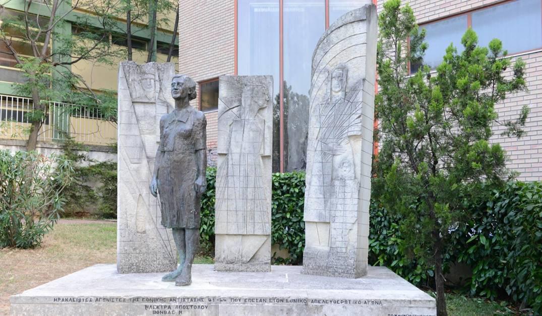 Το «Μνημείο για την Ηλέκτρα» στο Δήμο Ηρακλείου Αττικής, φιλοτεχνημένο από την Ασπασία Παπαδοπεράκη