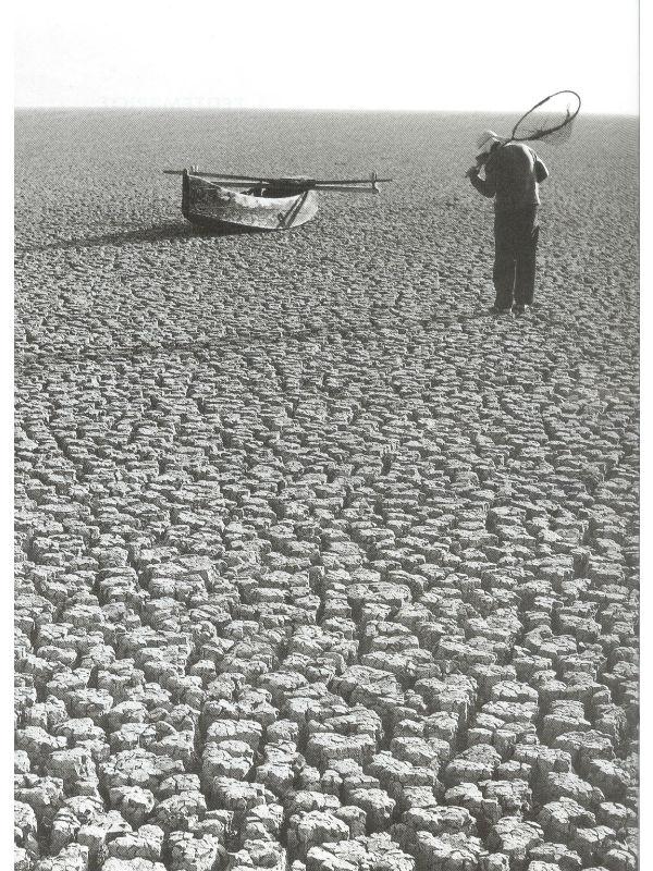 Στην αποξηραμένη λίμνη Κάρλα, 1962