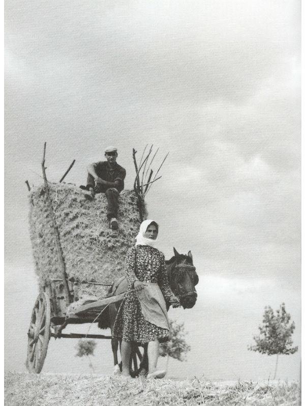 Στο φορτωμένο κάρο με τη γυναίκα μπροστά, Παλιομονάστηρο Τρικάλων, 1965