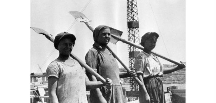 ΕΣΣΔ, 1931. Ομάδα Κομσομόλων οικοδόμων στις κατασκευές του Δνείπερου
