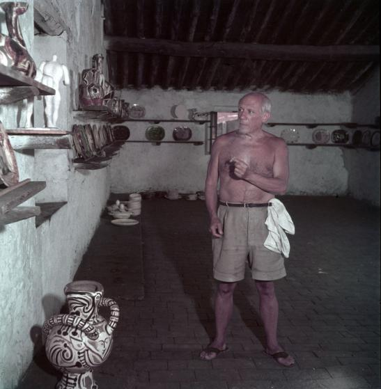 Ο Πικάσο στο εργαστήριό του. Vallauris, Γαλλία, 1949. (Φωτογραφία: Gjon Mili—Time & Life Pictures/Getty Images)