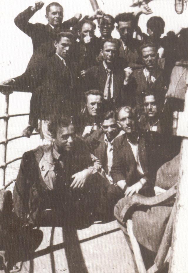 Στο καράβι για τον Αη Στράτη, 1936.