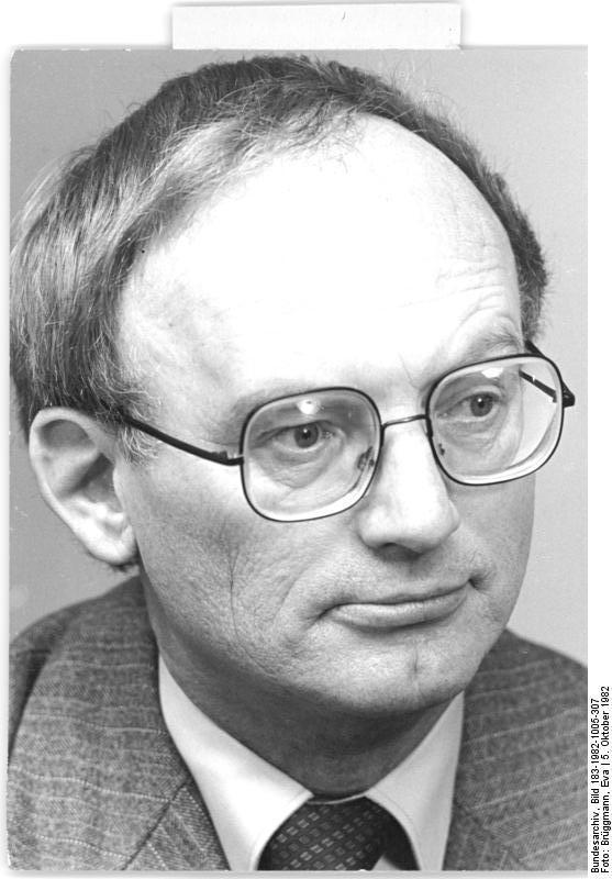 ADN-ZB/Brüggmann- 21.4.1986 - Hermann Kant, Schriftsteller, Mitglied des ZK der SED, Präsident des Schriftstellerverbandes der DDR, Abgeordneter der Volkskammer der DDR. Aufn. 5.10.1982