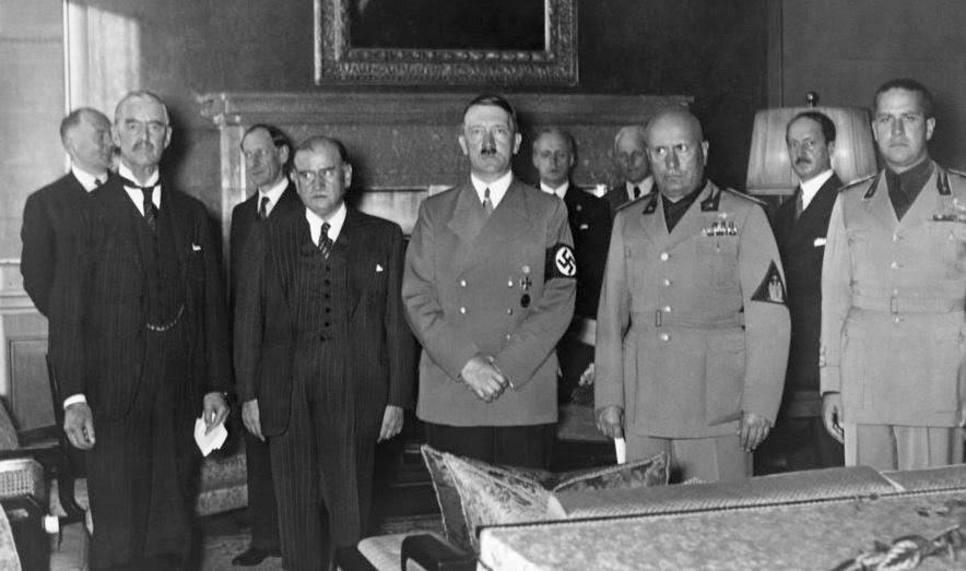 Μόναχο, 1938. Από αριστερά προς δεξιά: Τσάμπερλεν, Νταλαντιέ, Χίτλερ, Μουσολίνι.