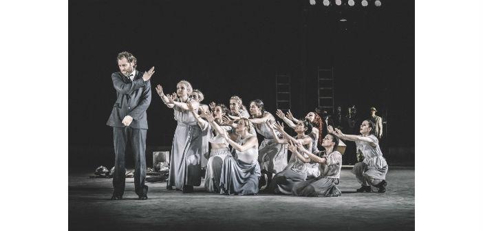 Ο Τσέζαρις Γκραουζίνις σκηνοθετεί τους «Επτά Επί Θήβας»