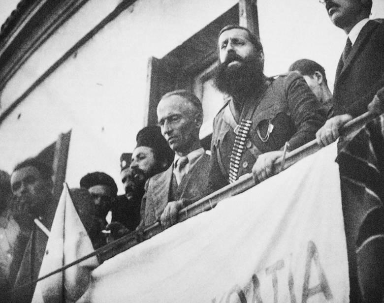 Λαμία, Οκτώβρης 1944. Ο Τάκης Φίτσος δίπλα στον Άρη Βελουχιώτη.