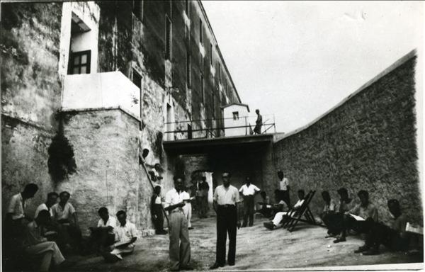 Η αυλή που χρησιμοποιούνταν και για μελέτη