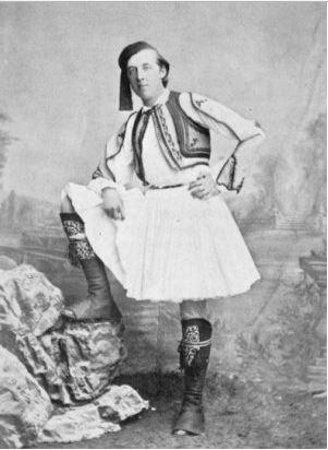 Ο Οσκαρ Ουάιλντ ντυμένος τσολιάς σε επίσκεψή του στην Ελλάδα