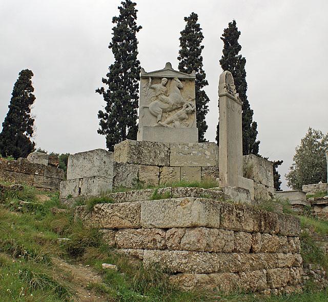 Επιτύμβια στήλη του νεαρού Δεξίλεω, Αθηναίου ιππέα, που διακρίθηκε στον Κορινθιακό Πόλεμο