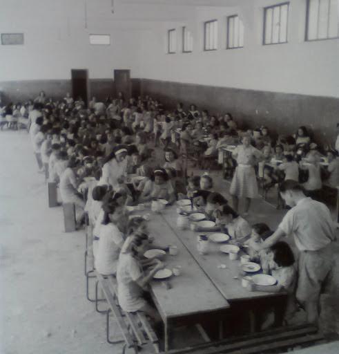 Συσσίτιο σε ίδρυμα για παιδιά, Αθήνα, 1942 -43
