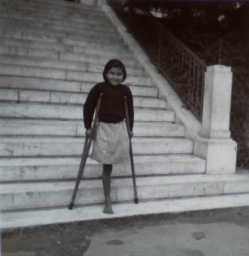 Ανάπηρο κορίτσι, Αθήνα, 1945