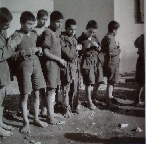 Αναμονή παιδιών για εξέταση φυματίωσης στο Σικιαρίδειο νοσοκομείο, Αθήνα, 1945 -46