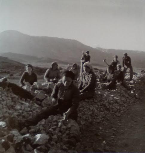 Σπάσιμο πέτρας. Κριεκούκι Θηβών(;), 1945 -1950