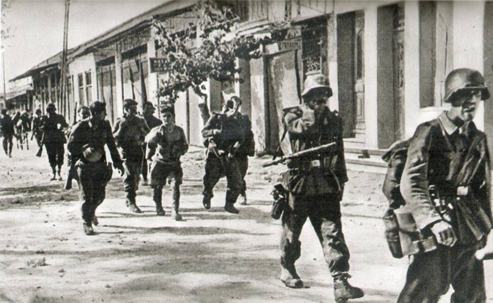 Πορεία στρατιωτικού αποσπάσματος γερμανών ΝαΖί αλεξιπτωτιστών κατά τη διάρκεια της Μάχης της Κρήτης