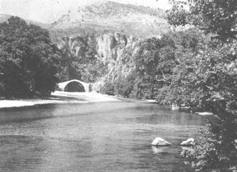 Η γέφυρα Τατάρνας, που σήμερα βρίσκεται μέσα στα νερά της τεχνητής λίμνης των Κρεμαστών, μετά την κατασκευή του ομώνυμου φράγματος τη δεκαετία του 1960. Ήταν μονοκάμαρη γέφυρα του Αχελώου με μεγάλο άνοιγμα που το ένα της άκρο πατούσε στον Βάλτο Αιτωλοακαρνανίας και το άλλο στην Ευρυτανία. Στο ιστορικό γεφύρι της Τατάρνας δόθηκε το 1821 η πρώτη μάχη των Ελλήνων της Ρούμελης κατά των Τούρκων.