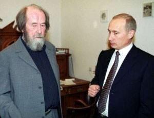 """Με τον πρόεδρο Βλ.Πούτιν. Η ρωσική αστική τάξη πρόλαβε να τον βραβεύσει για τις """"υπηρεσίες"""" του."""