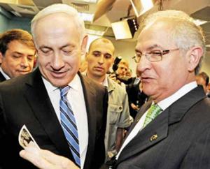 Ο Α.Λεντέζμα (δεξιά) με τον πρωθυπουργό του Ισραήλ Β.Νετανιάχου.