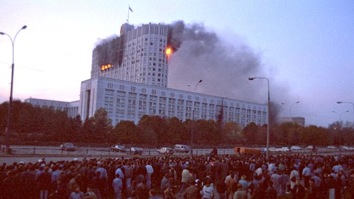 Το κτίριο του Ανώτατου Σοβιέτ στις φλόγες, 4 Οκτώβρη 1993.