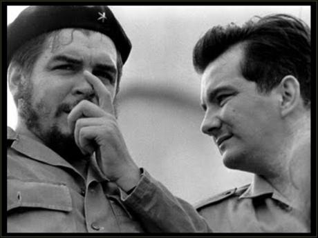 Ο Χαρτ (δεξιά) με τον Ερνέστο Τσε Γκεβάρα. Δεκαετία 1960.