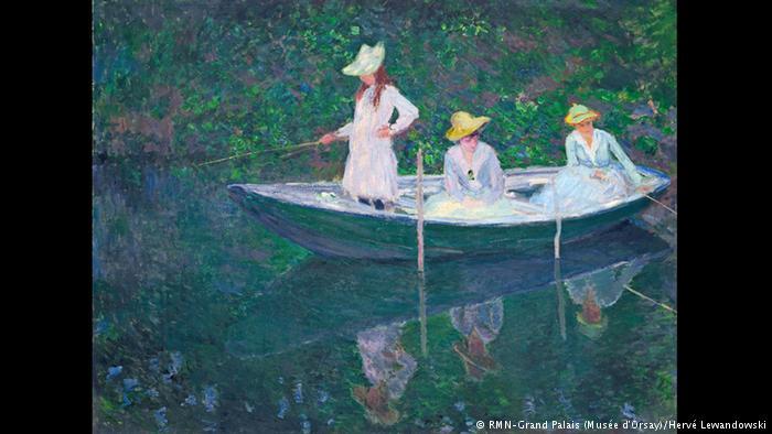 Οι τρεις κόρες Zερμέν, Σουζάν και Μπλανς ήταν οι τρεις θετές κόρες του Μονέ. Στο συγκεκριμένο πίνακα τις ζωγράφισε εν ώρα βόλτας με μια ξύλινη νορβηγική βάρκα, που ήταν εκείνη την εποχή της μόδας. Τα χρώματα χάνονται στο νερό, ενώ οι αντανακλάσεις των κοριτσιών είναι υποδειγματικές από άποψη τεχνικής αρτιότητας.