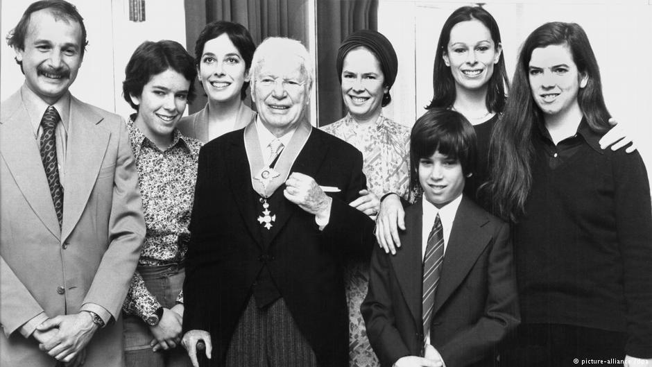 Ο Τσάρλι Τσάπλιν με την οικογένειά του