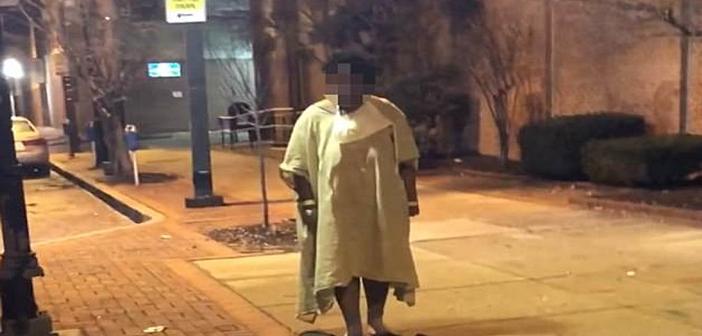 Απάνθρωπος καπιταλισμός: Πέταξαν ασθενή έξω απ' το νοσοκομείο επειδή δεν είχε να πληρώσει για τη νοσηλεία του! (ΒΙΝΤΕΟ)