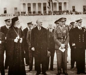 Ο Γ.Παπανδρέου (κέντρο), με τον Αρχιεπίσκοπο Δαμασκηνό και τον στρατηγό Ρόναλντ Σκόμπι.